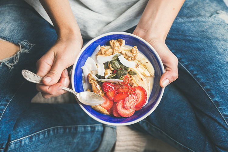 Te proponemos una serie de alimentos que incluyen nutrientes esenciales que benefician y protegen de las agresiones externas a la piel.