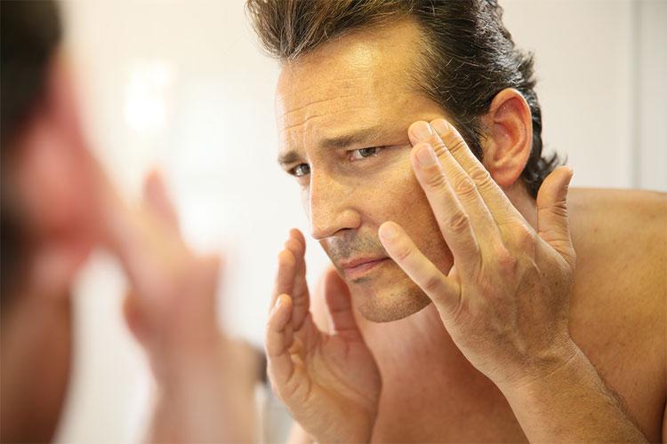 Destacamos esos secretos de belleza en los que los papás de hoy se fijan para mantener su piel limpia, sana y luminosa.