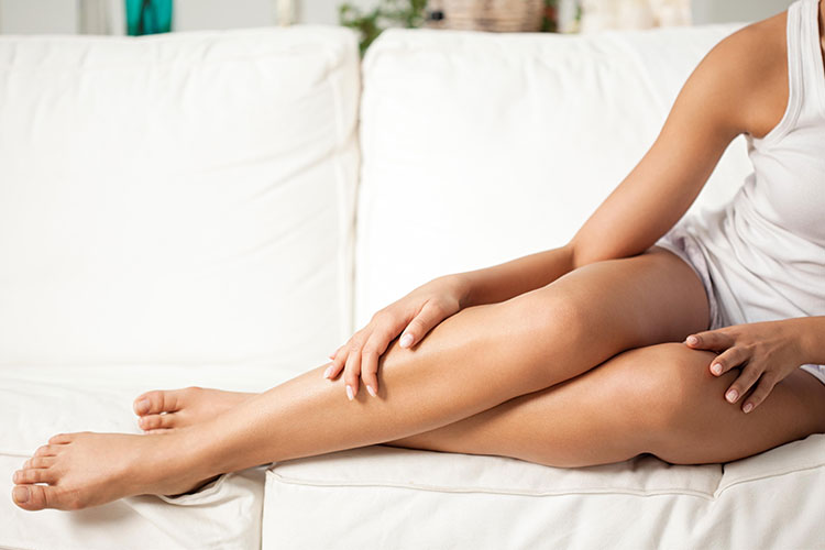 Aunque el término «celulitis» estrictamente se refiere a una infección de la piel, la conocemos como esa amenaza que sufrimos denominada «piel de naranja».