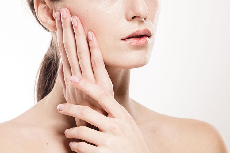 La cuperosis provoca manchas rojas en la cara que pueden llegar a ser realmente incómodas y molestas de llevar. En este post te contamos cómo tratarla.