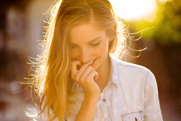 Las ampollas Alfa-Peeling consiguen eliminar las células muertas y nos ayudan a corregir las imperfecciones de nuestro rostro de forma suave y eficaz