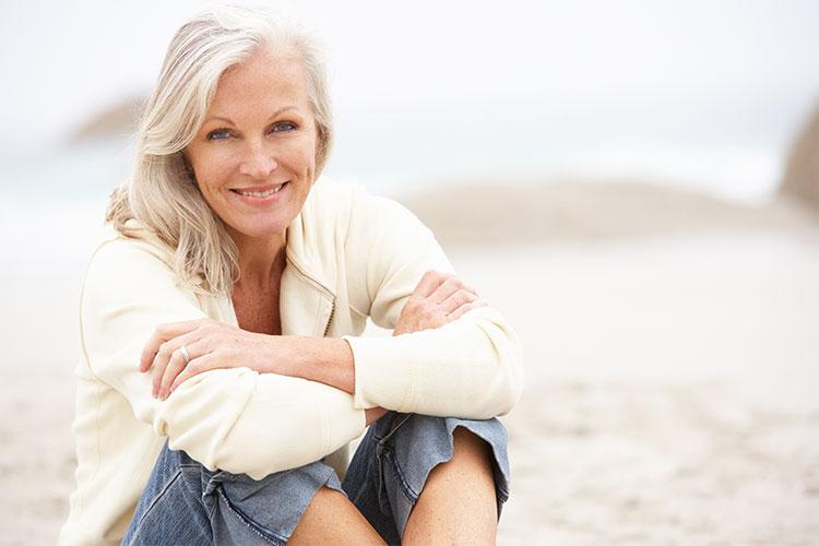 Las características principales que una piel madura pierde por el efecto del envejecimiento son la flexibilidad y la elasticidad.