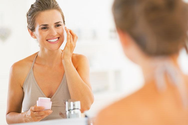Una piel seca se caracteriza por generar poca cantidad de lípidos, lo que implica que nuestra piel produce poco sebo o grasa (lo contrario de una piel grasa).