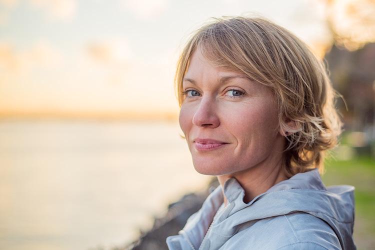 Las temidas primeras arrugas aparecen casi sin preguntar. Debemos ajustar nuestra rutina diaria para conseguir mantener una piel luminosa y sana.
